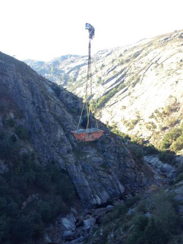 Trabajos de demolición de los desagües de fondo en la Presa del Eume (As Pontes de García Rodriguez).