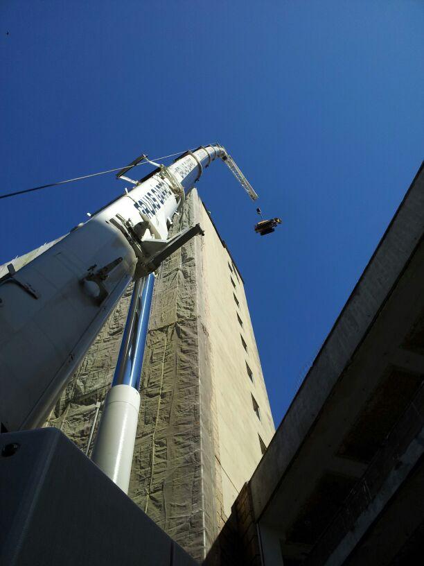 Trabajos de demolición de la Antigua Escuela de Ingenieros Técnicos Industriales de Bilbao